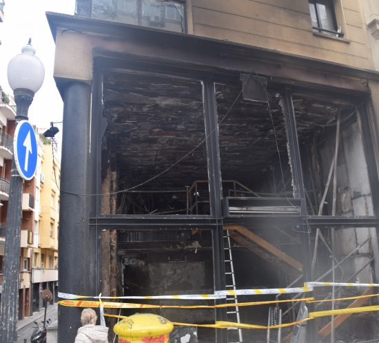 Incendi en un bar al carrer Balmes