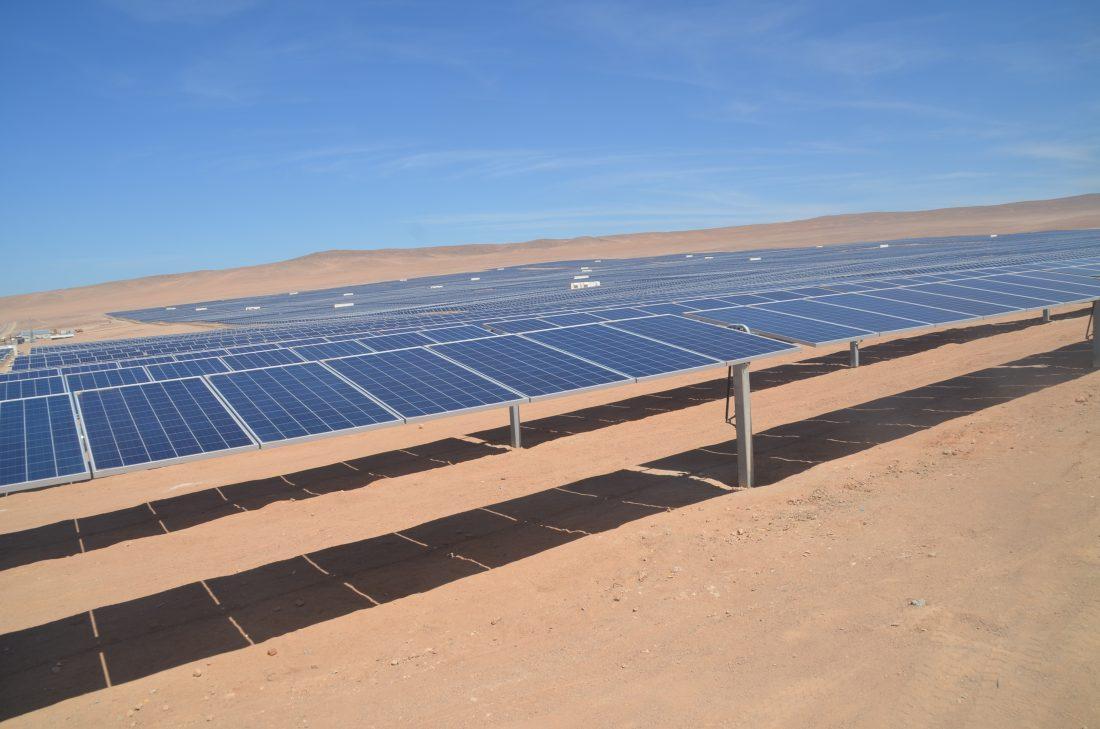 Imatge d'una planta fotovoltaica a la república de Xile